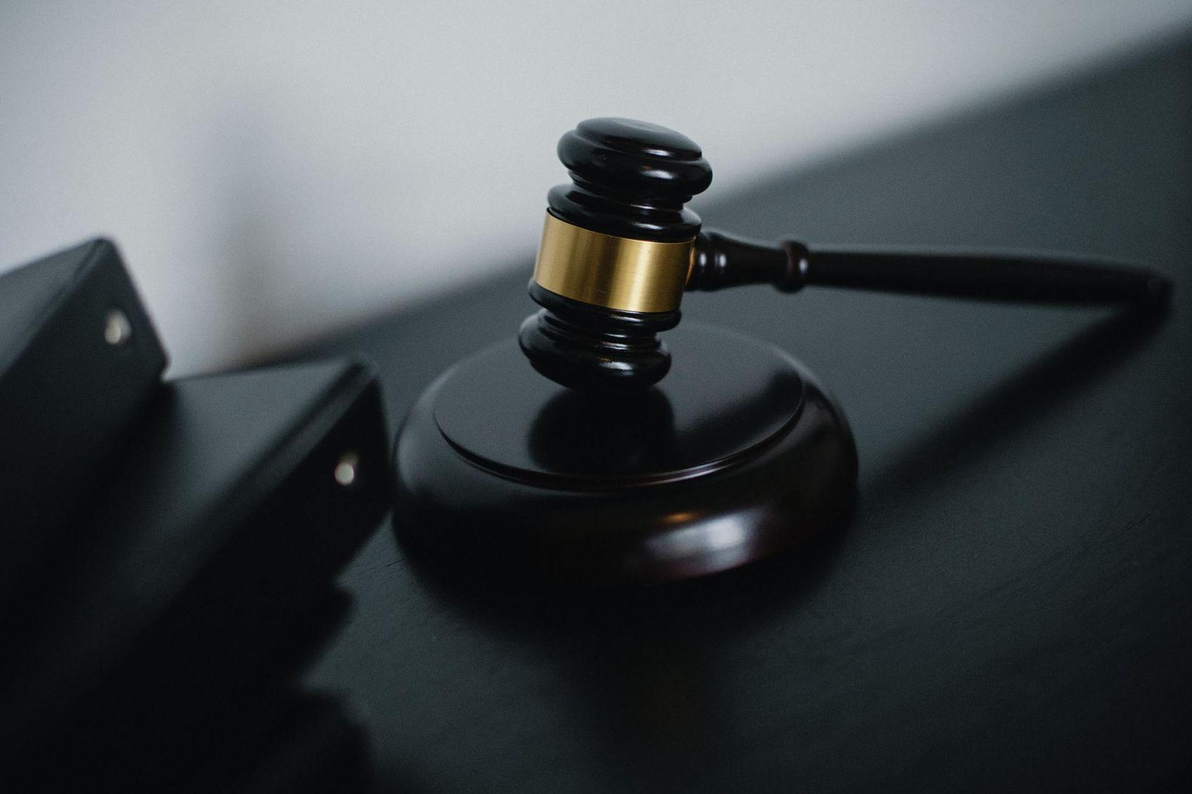 haciendo contra el tribunal supremo