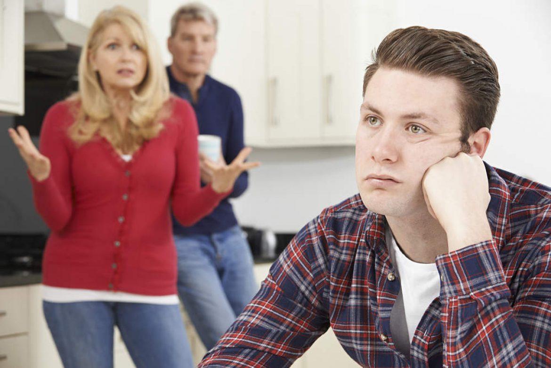 Los padres tienen obligación de mantener al hijo aunque no viva en casa